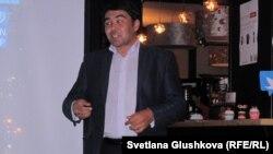 """Искандер Салиходжаев, блогер, руководитель штаба молодежного движения """"Жасыл ел"""". Астана, 24 сентября 2012 года."""