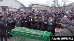 Кырымтатар язучылары берлеге рәисе Риза Фазыл җеназасы