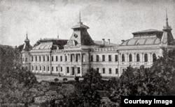 Gimnaziul nr. 1 de băieți din Chișinău (Foto: I. Țurcanu, M. Papuc, Basarabia în actul Marii Uniri de la 1918)