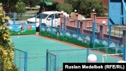 Спортивная площадка в одном из алматинских дворов. 21 августа 2013 года.
