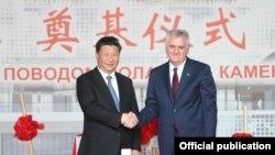 Xi Jinping (majtas) dhe Tomisllav Nikolliq