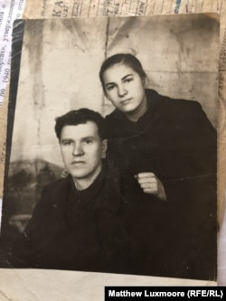 Mikhailova's sister Lenina with their father, Semyon, shortly after his return from a second stint in the gulag