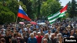 Выступавшие на съезде подчеркивали, что партия «Амцахара» всегда выступала за качественное улучшение отношений с Россией, что она учитывает геополитические изменения. Вместе с тем, по их мнению, в работе над новым договором не нужна спешка