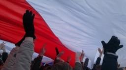Шматмэтровы сьцяг на канцэрце #БНР100 у Менску