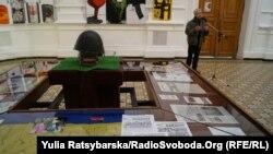 Після закриття виставки арт-роботи стануть експонатами Національного музею Революції Гідності в Києві.