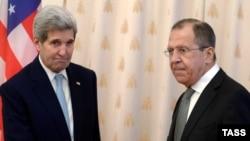 Sekretari amerikan i Shtetit, John Kerry dhe Ministri i Jashtëm rus, Sergei Lavrov