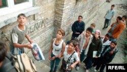 Деца Роми пред училиште