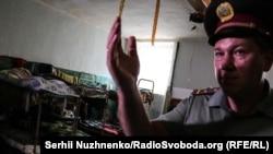 Начальник Київського слідчого ізолятора Олександр Васюк в камері розрахованій на 18 ув'язнених