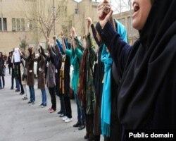 Иранские девушки на праздновании Дня женщин, отмечаемого 20 апреля