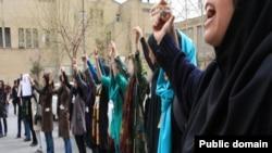 """ირანელი ქალები თეირანში, """"ქალთა დღისადმი"""" მიძღვნილ აქციაზე (ფოტო არქივიდან)."""