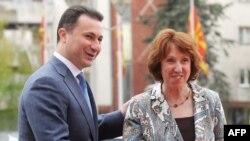 Катрін Аштон у день оголошення звіту привітала з позитивною оцінкою прем'єр-міністра Македонії Ніколу Ґруєвського у Скоп'є, 16 квітня 2013 року