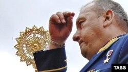 Orsýetiň desant goşunlarynyň ýolbaşçysy general-leýtenant Wladimir Şamanowyň bikanun hereketleri köpçüligiň dykgatyna ýetirildi.