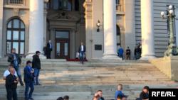 Srđan Nogo izlazi iz Skupštine Srbije