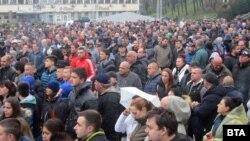 Протестиращите в четвъртък са били около 1200 по информация на БНР, 800-900 по данни на полицията