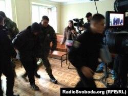Виктора Агеева выводят из зала суда