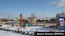 Единственная детская площадка в Луговой