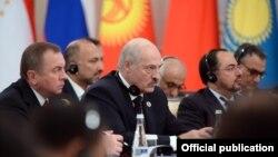 Аляксандар Лукашэнка (у цэнтры) на пасяджэньні Савету кіраўнікоў дзяржаў-чальцоў Шанхайскай арганізацыі супрацоўніцтва. Узбэкістан, 24 чэрвеня 2016 году