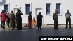 Çilim satýan döwlet dükany, Aşgabat.