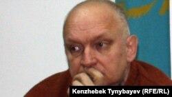 """Лидер незарегистрированной оппозиционной партии """"Алга"""" Владимир Козлов. Алматы, 20 декабря 2011 года."""