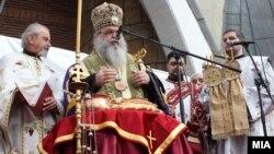 Архивска фотографија: Архиепископот на МПЦ г.г. Стефан на прославата на Бадник во соборниот храм Свети Климент Охридски во Скопје на 6 јануари 2013