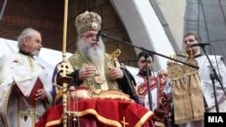 Архиепископот на МПЦ гг. Стефан на прославата на Бадник во 2013 година во соборниот храм Свети Климент Охридски во Скопје.