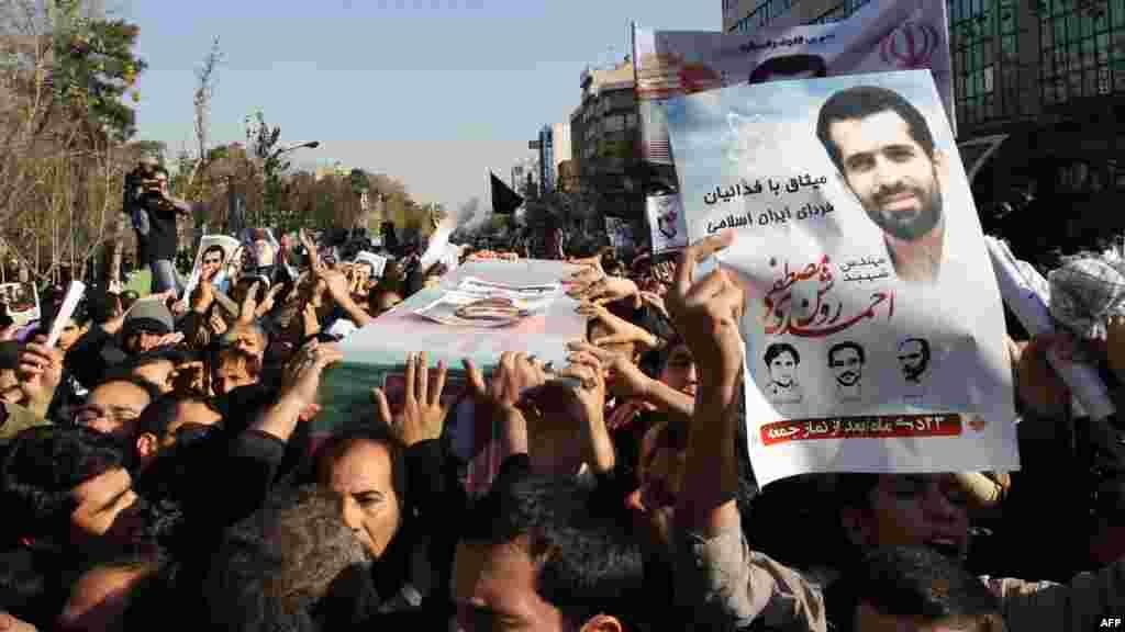 Iran - Sahrana iranskog nuklearnog znanstvenika Mostafa Ahmadi Roshana, koji je ubijen dan ranije u Teheranu, 13. januar 2012. Foto: AFP / Atta Kenare