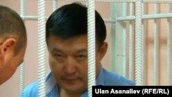 Ахматбек Келдибеков в зале заседаний суда.