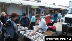 Продажа рыбы на керченском рынке. Иллюстрационное фото