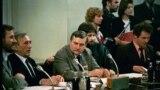 Lech Walesa și Tadeusz Mazowiecki în cursul negocierilor la masa rotundă de la Varșovua, februarie 1989