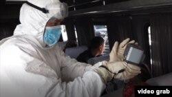Проверка температуры тела на въезде в Иссык-Кульскую область.