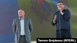 Igor Dodon și Renato Usatîi alături pe scena protestelor