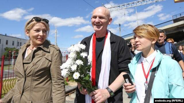 Ales Byalyatski is welcomed at Minsk's railway station by his family on June 21.