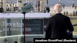 """""""Exista adevărul și sunt minciuni"""" - Președintele Joe Biden își ține discursul de inaugurare, Washington, 20 ianuarie 2021."""