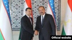 Премьер-министры Таджикистана и Узбекистана - Кохир Расулзода (слева) и Абдулла Арипов. Архивное фото