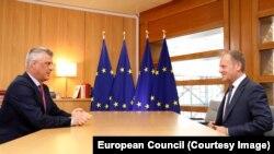 Hašim Tači i Donald Tusk u Briselu 15. aprila