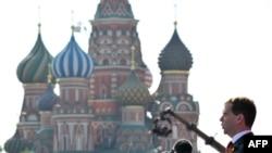 Дмитрий Медведев на параде 9 мая 2010 г