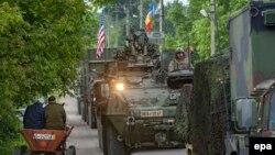 Tehnică militară americană, intrând în Moldova la punctul de trecere Sculeni, 3 mai 2016