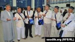 Мусульмане Узбекистана, отправляющиеся в Хадж.