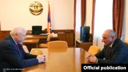 Nagorno Karabakh - Bako Sahakian (R), president of Nagorno Karabakh, meets with Andrzej Kasprzyk, personal representative of the OSCE chairperson-in-office, in Stepanakert, March 7, 2018.