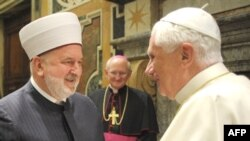 Benedict (right) and Ceric at the Vatican forum