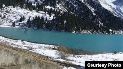 Большое Алматинское озеро. Фото предоставлено Фей Сонг, туристкой из Китая.