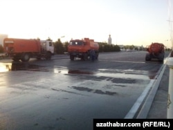 Street cleaning vehicles in Turkmenabat ahead of the president's visit