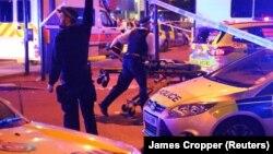 Ոստիկանությունը շրջափակել է արյունալի միջադեպի վայրը, Լոնդոն, 19-ը հունիսի, 2017 թ․