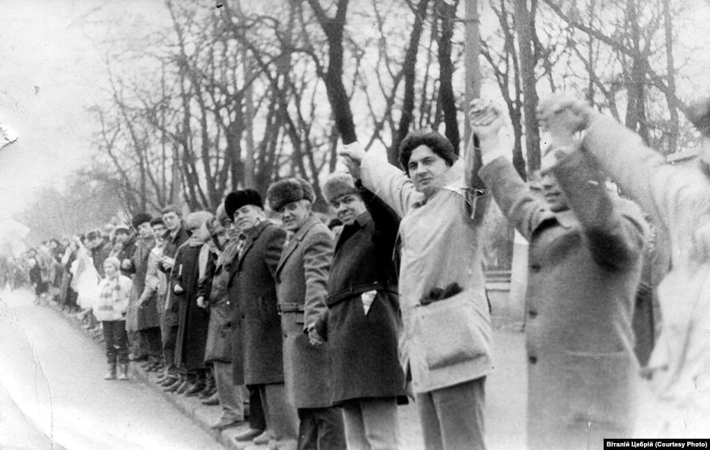 Після проведення «Живого ланцюга» у Києві, Житомирі, Львові та Івано-Франківську відбулися мітинги-молебні