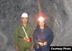 Сабира Ли с коллегой в шахте