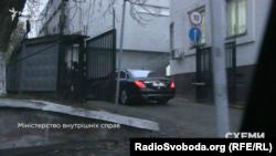 «Мерседес» депутата від «Народного фронту» Дениса Дзензерського заїжджає до МВС