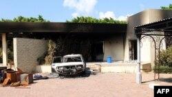 Двор консульства США в Бенгази после нападения