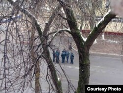 Ташкент көшесінде жүрген полицейлер. (Көрнекі сурет)