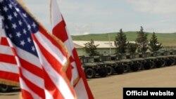 """აშშ-ის მიერ საქართველოსთვის 40 """"ჰამვის"""" გადაცემის ცერემონია, """"კრწანისის ეროვნული სასწავლო ცენტრი"""". 2011 წლის 7 ივნისი"""