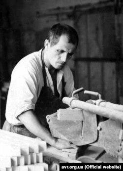Василь Левкович під час роботи у концтаборі. 1963 р. Архів ЦДВР
